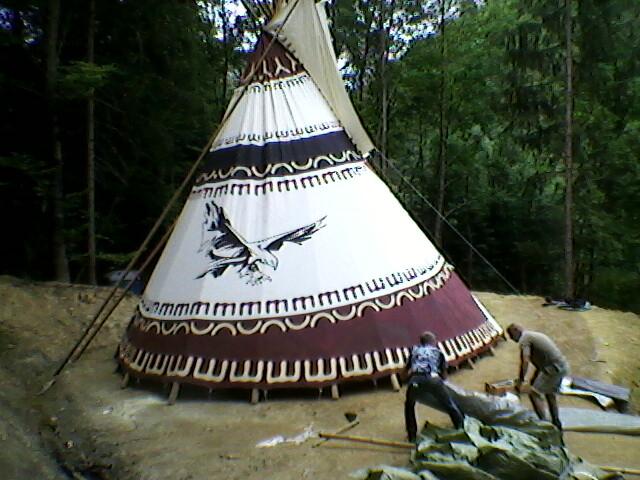 Postavitev 8 m šotora v naravi